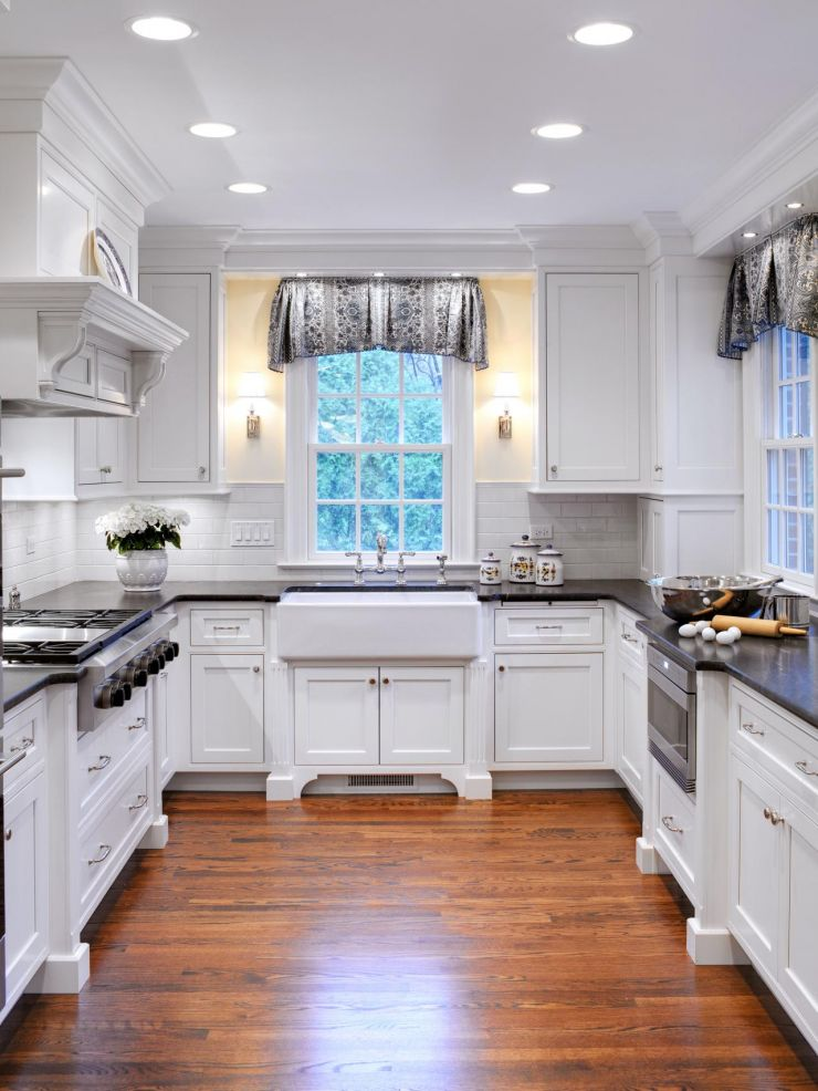 dp_drury-design-white-cottage-kitchen-2_s3x4-jpg-rend-hgtvcom-1280-1707