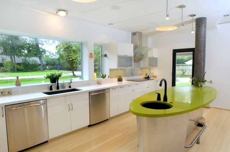 high-tech-kitchen-design-bright-colors-against-the-neutral-backdrop