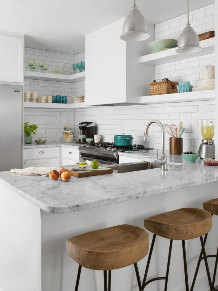 rx-hgmag018_small-white-kitchen-122-a-3x4-jpg-rend-hgtvcom-966-1288