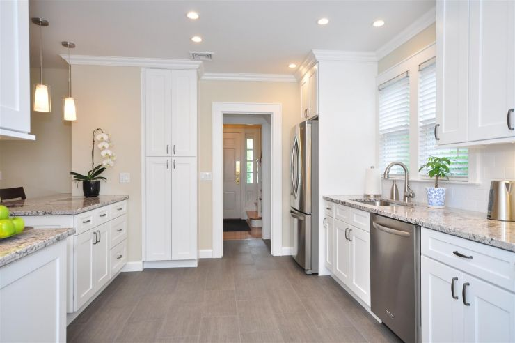 remarkable-ice-white-shaker-white-shaker-kitchen-cabinets-sink-ceiling-lamp