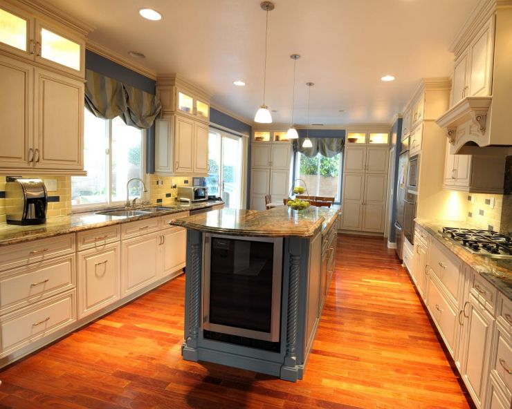 valarie-mina_fusion-fantastic-kitchen_wine-fridge-jpg-rend-hgtvcom-1280-1024