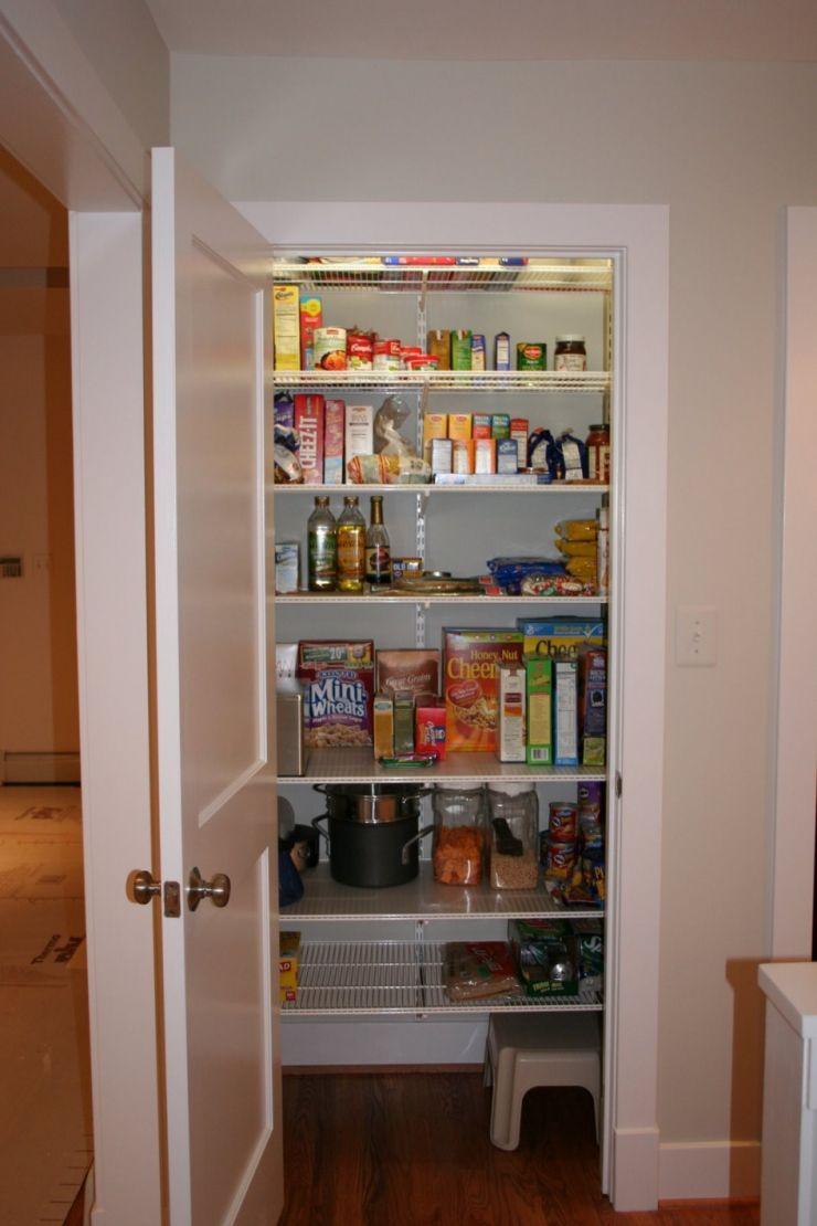 walk-in-pantry-shelving-systems-for-organizing-food