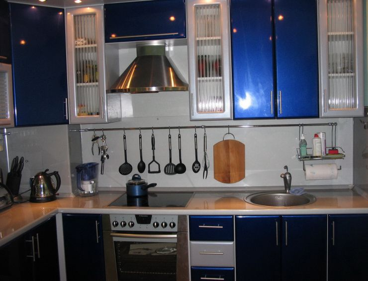 countertops-idea-redecorating-kitchens-modern-l-shaped-kitchen-layout-with-blue-kitchen-cabinets-and-hi-gloss-finish-a-collection-of-14-blue-kitchen-design-ideas