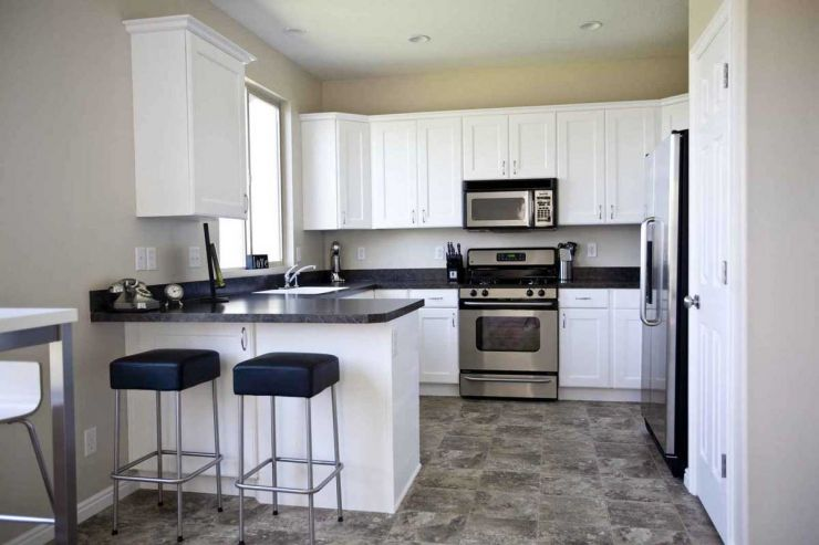 interesting-black-and-white-kitchen-design-with-cream-color-combination-kitchen-dining-ice-also-charming-cabinet-decoration-along-with-kitchen-table-countertop-and-couple-of-bar-stools