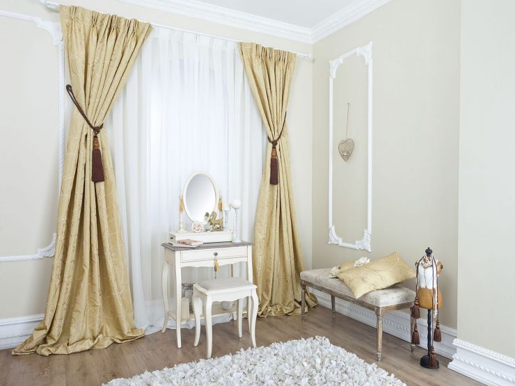 Beige curtains (1)
